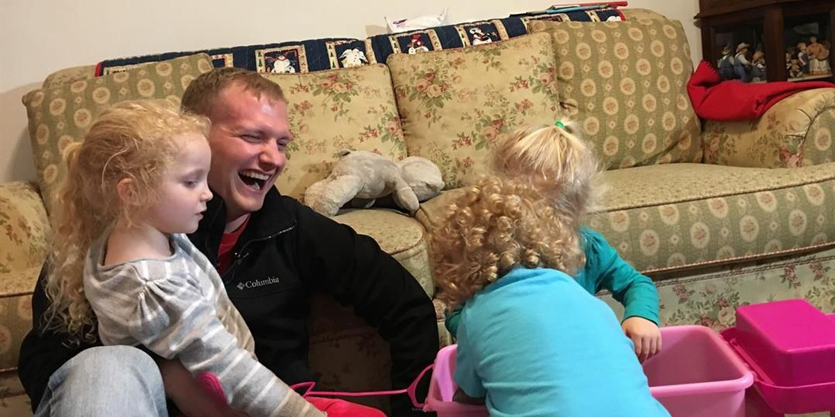 Soldier returns home from Afghanistan to surprise kids for holidays