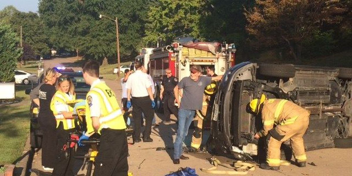 At least 1 injured in crash in Cape Girardeau, MO