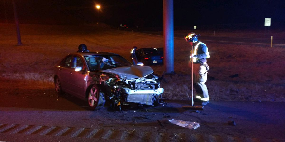 One injured in 2-vehicle crash at exit for I-24