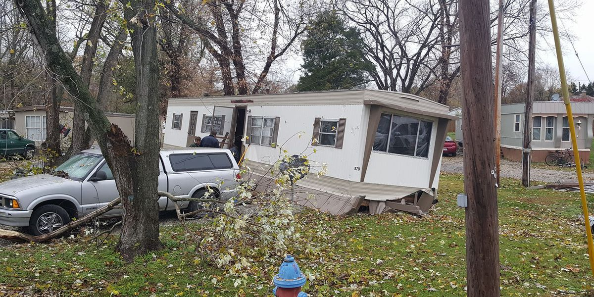 Heavy wind knocks mobile home off foundation, traps DuQuoin resident inside