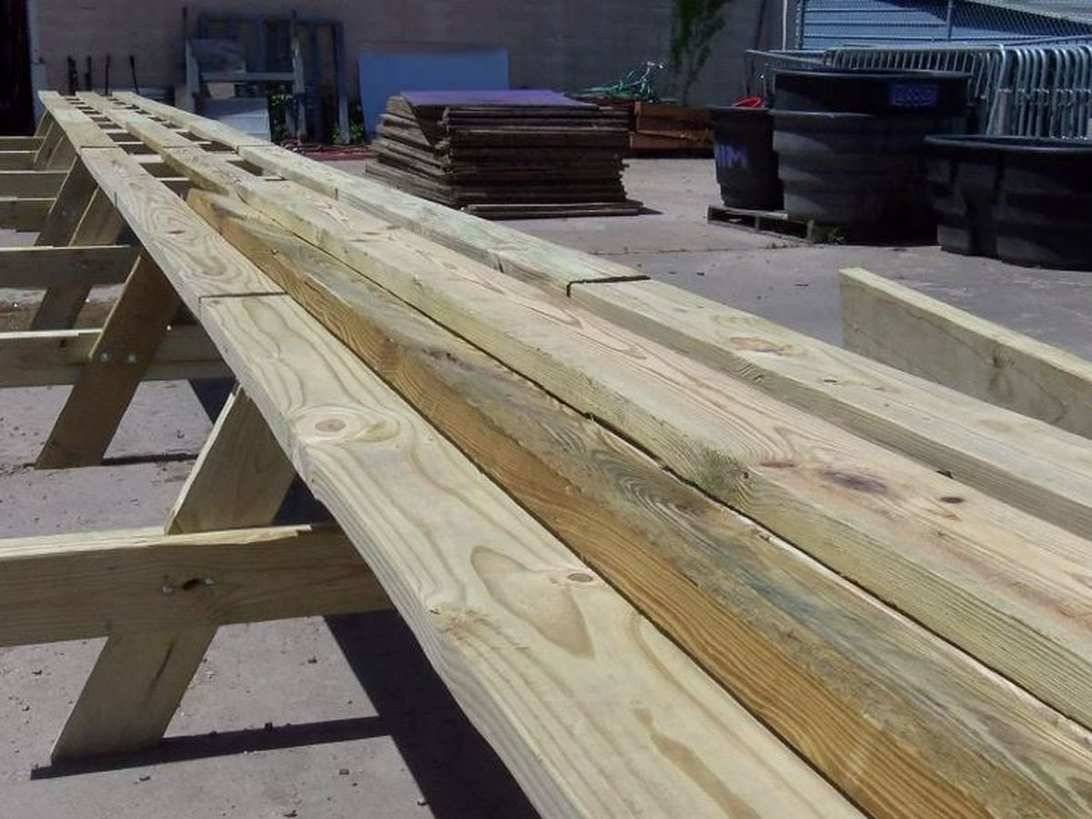 Memphis breaks world record for longest picnic table