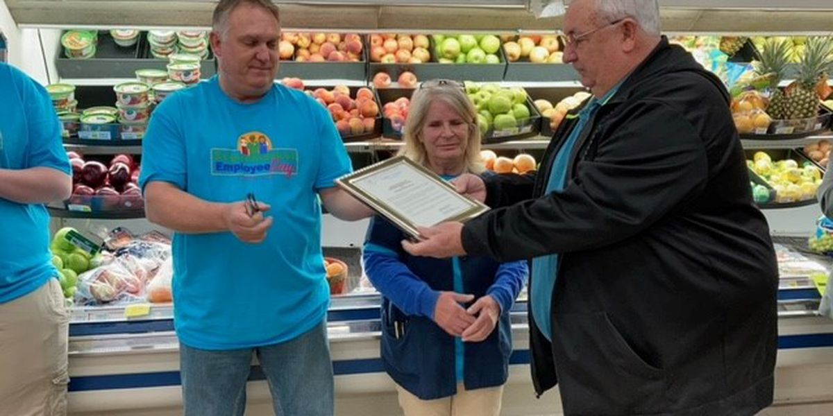 Employees honored in Scott City, Mo. on Supermarket Employee Day