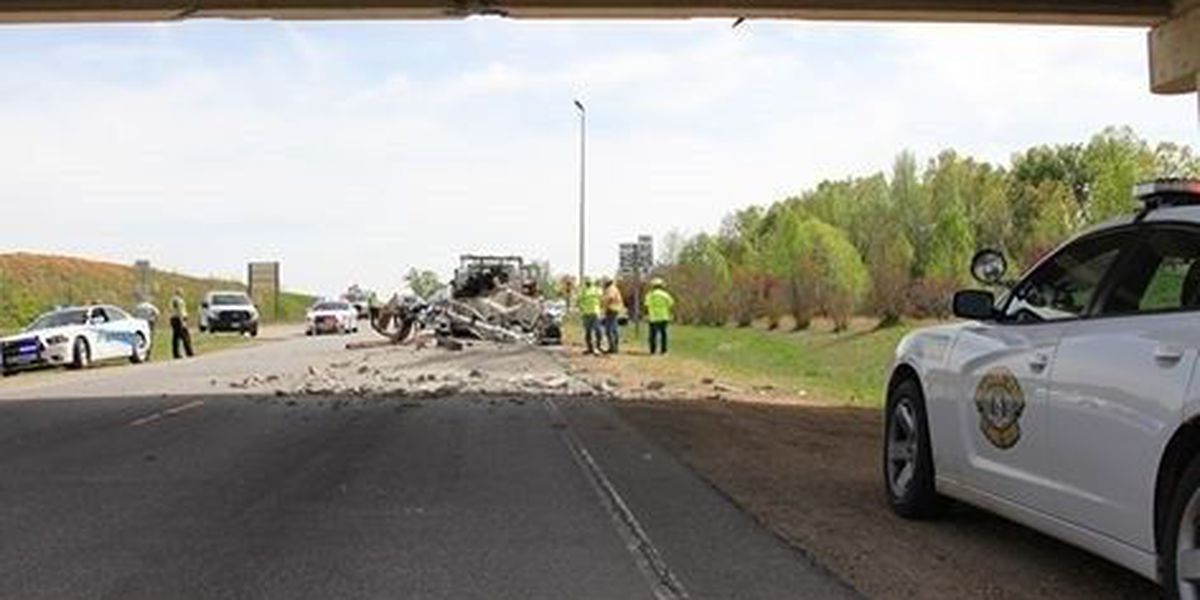 Hwy. W in Poplar Bluff partially closed after vehicle hits overpass