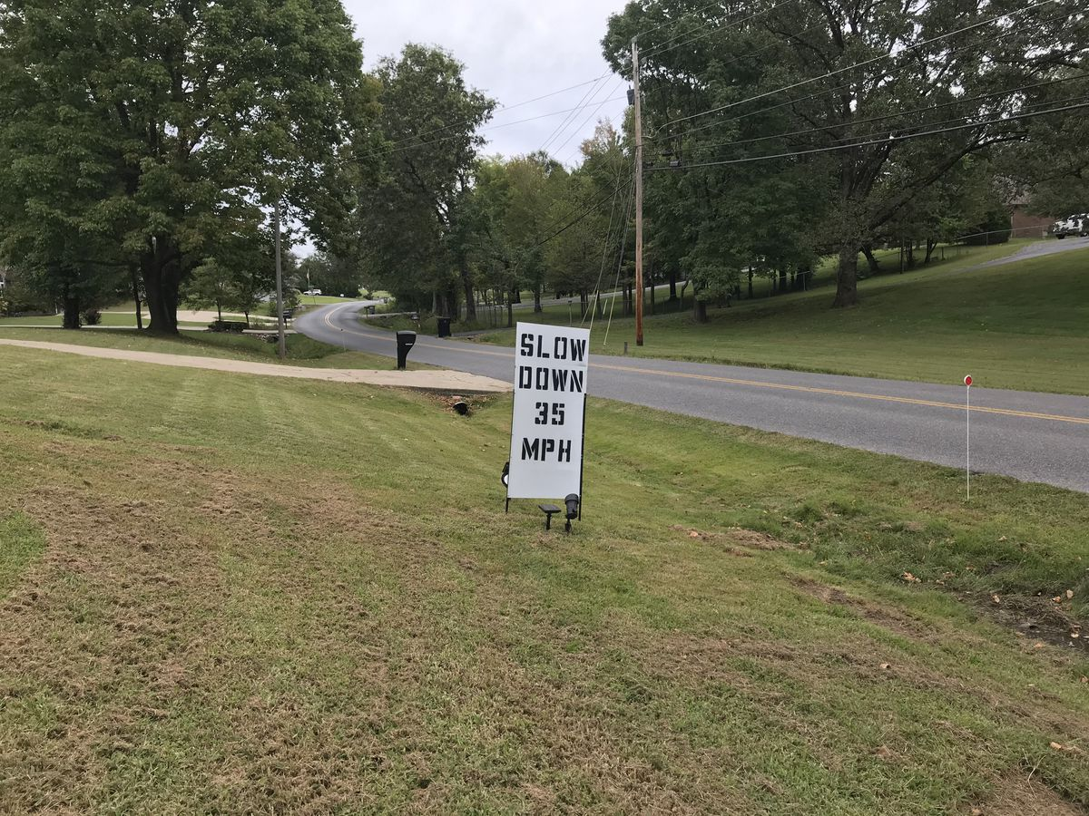McCracken Co. residents create signs to reduce car crashes