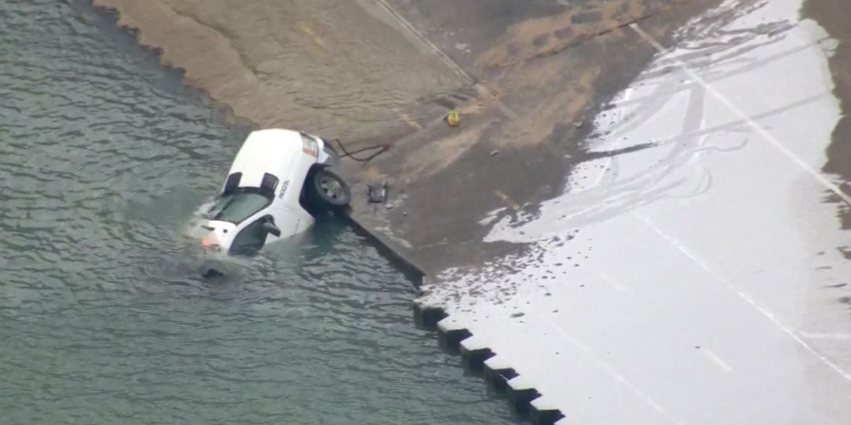 Chicago salt truck slides on ice into Lake Michigan