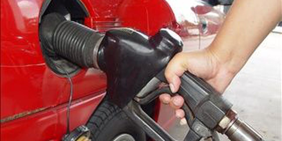 Filling up the tank is cheaper for Thanksgiving travelers
