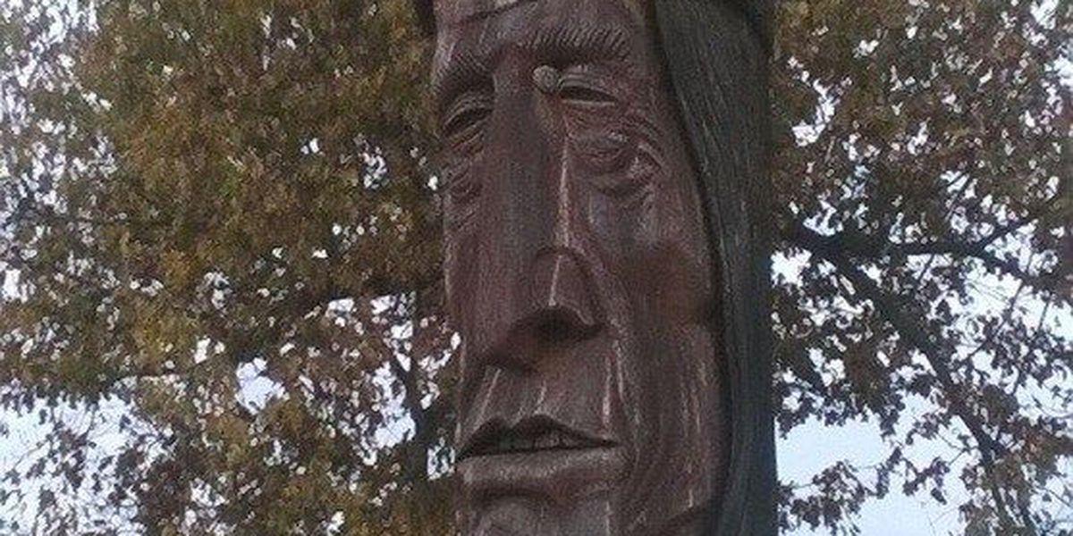 Artist Peter 'Wolf' Toth travels to Paducah, KY to fix Wacinton sculpture