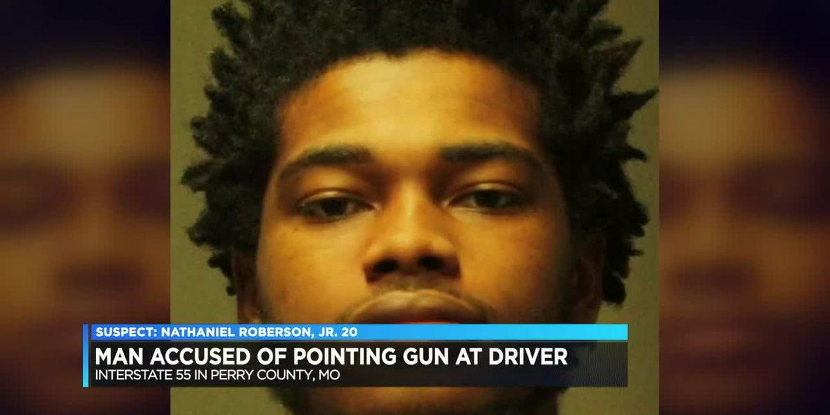 Man accused of pointing gun at couple traveling on I-55