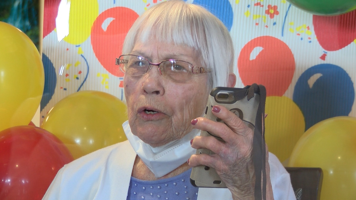 99-year-old woman receives the gift of music on Thanksgiving