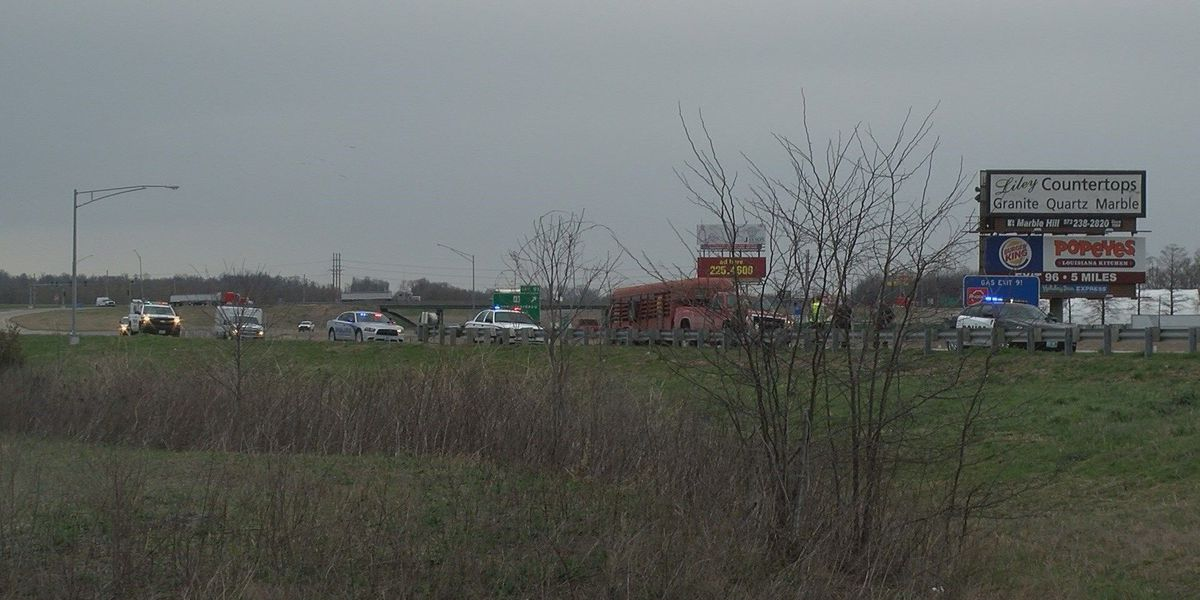 Crash involving cattle trailer causes commotion on I-55 in Cape Girardeau