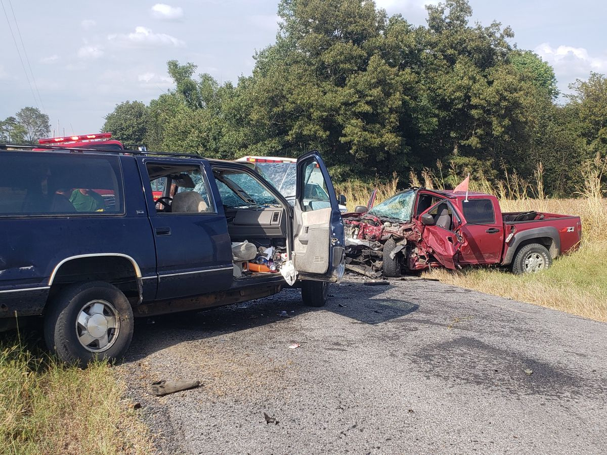 2 injured after crash in Carlisle County, Ky.