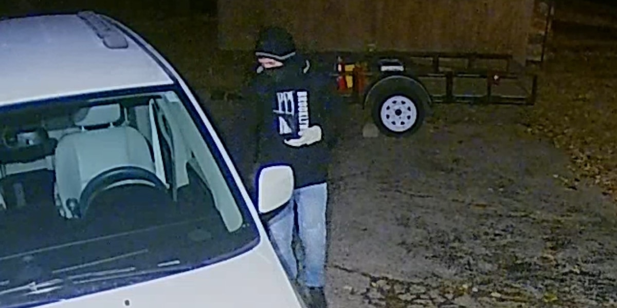 McCracken County Sheriff's Office searching for vehicle break in suspect