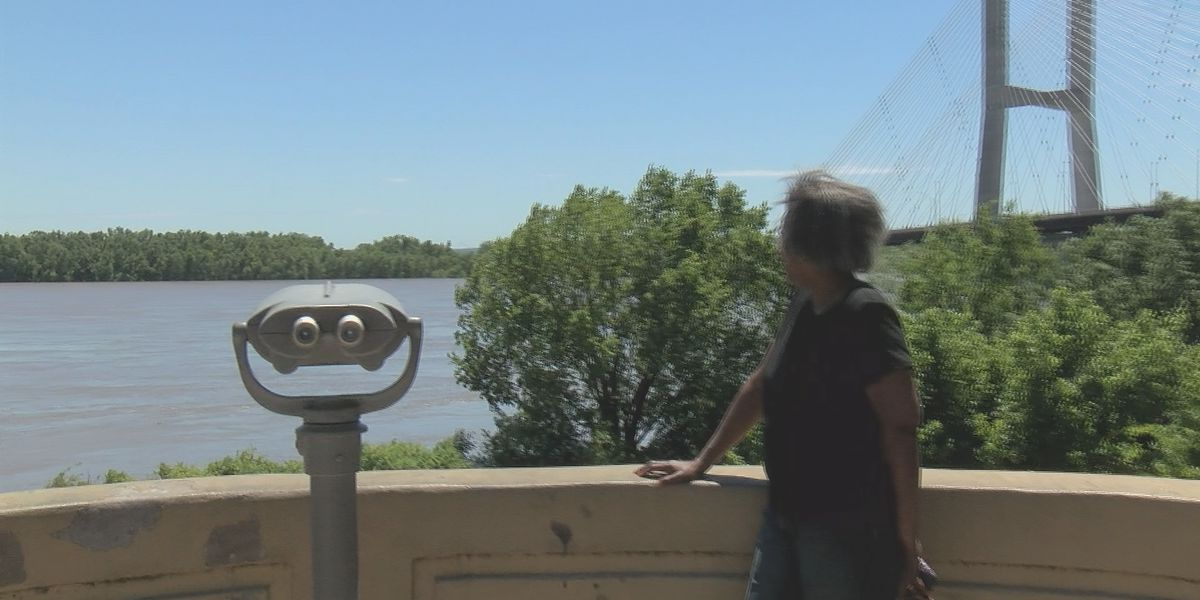 Residents in Cape Girardeau are keeping an eye on the Mississippi River
