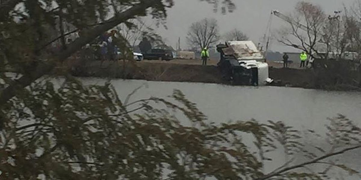 SB I-55 reopened near Portageville; semi removed from pond