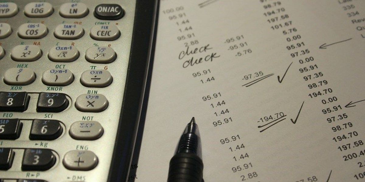 SIU student volunteers prepare taxes for free