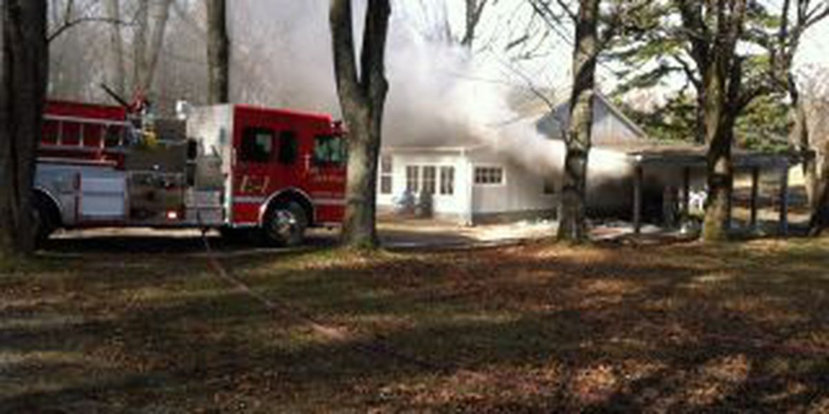 Crews battle house fire in Williamson County