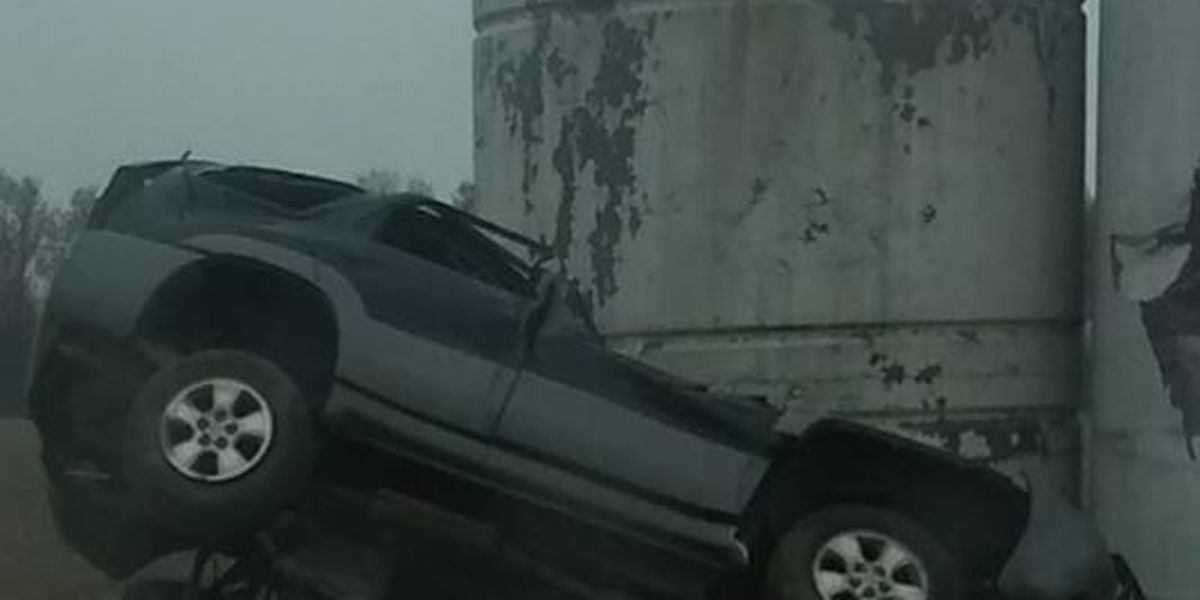 Driver runs off road and crashes into fuel tank in Qulin, MO