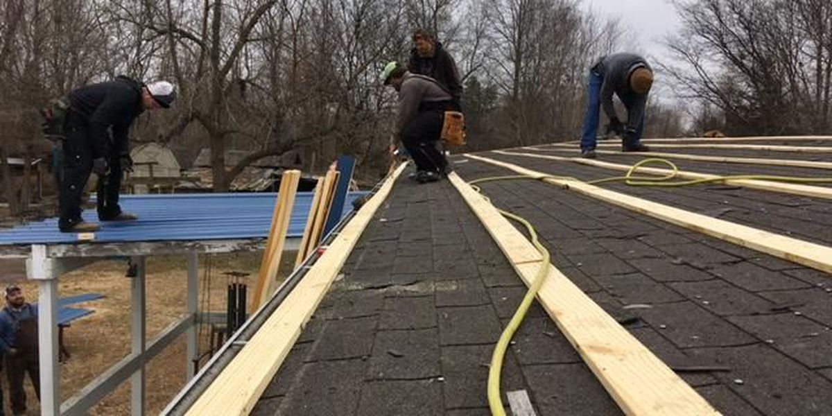Family gets a new roof over its head for Christmas in Tamms