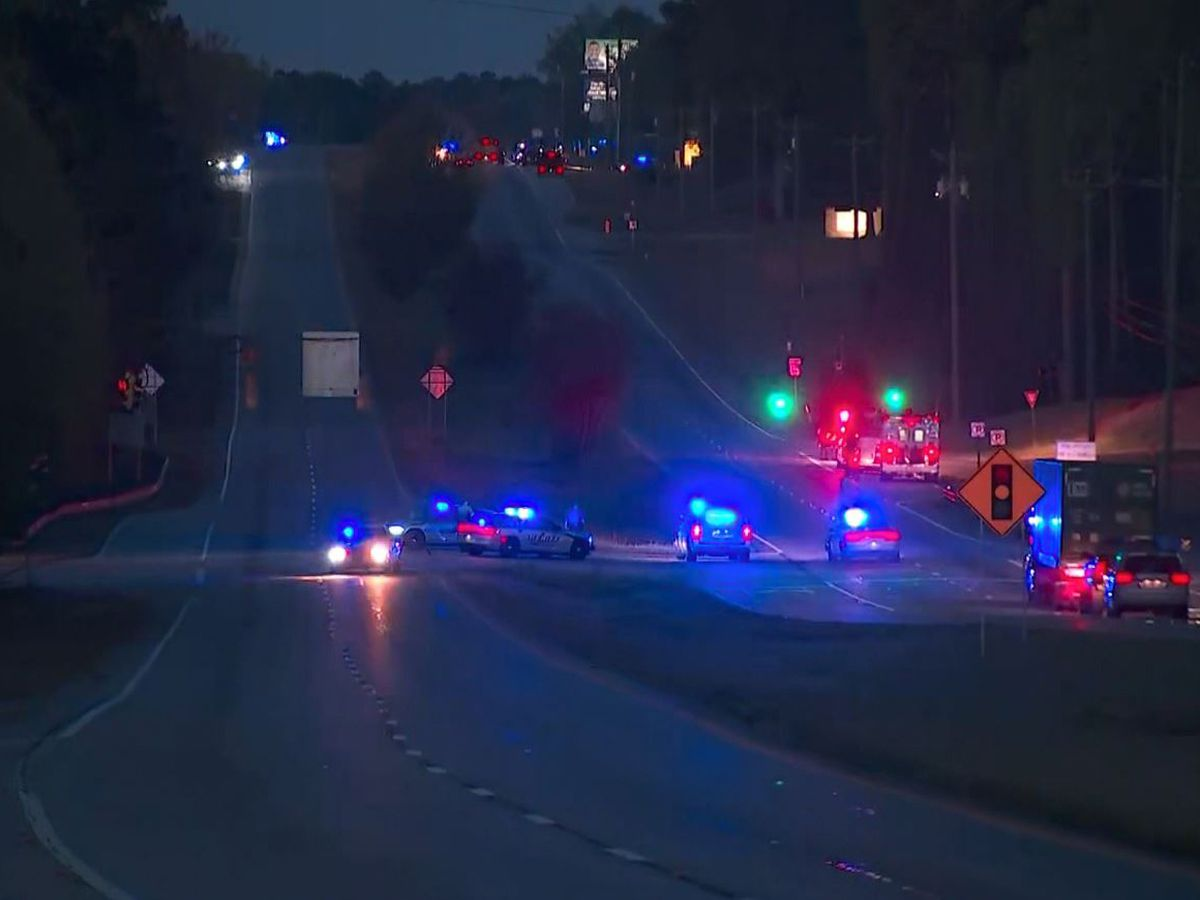 Sheriff's official: Georgia officers hurt in chase, shooting