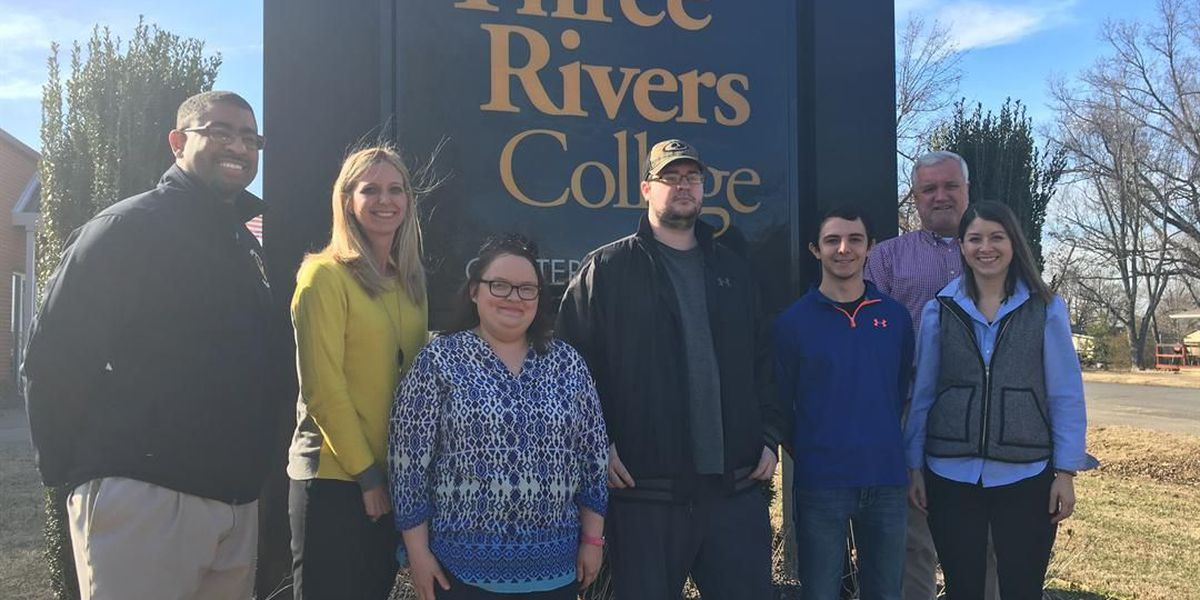 Three Rivers College-Dexter students receive scholarships funded by Trivia Night