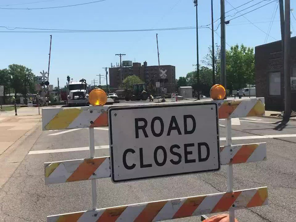 Rte. 13/E. Walnut St. closed in Carbondale at railroad crossing for repairs