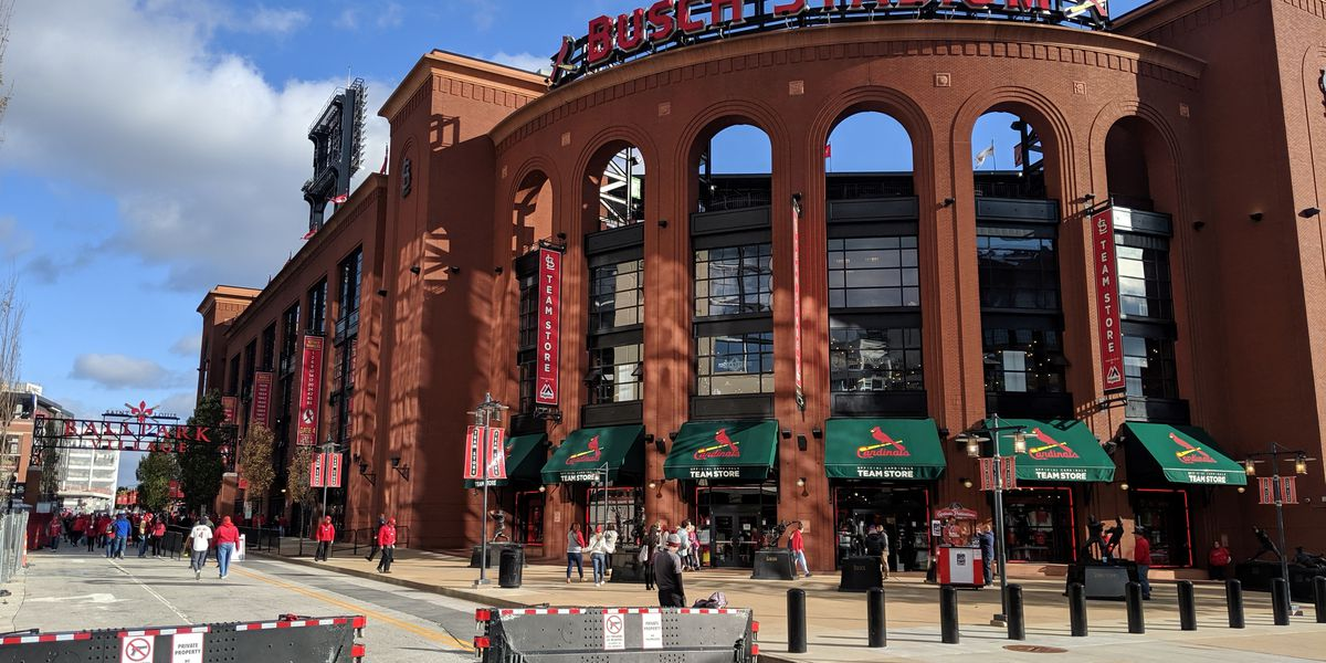 Cardinals beat the Pirates on Opening Day at Busch Stadium