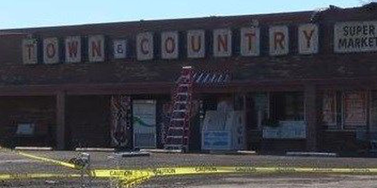 Bernie, MO grocery store closed for cleanup after severe storms rip roof off building