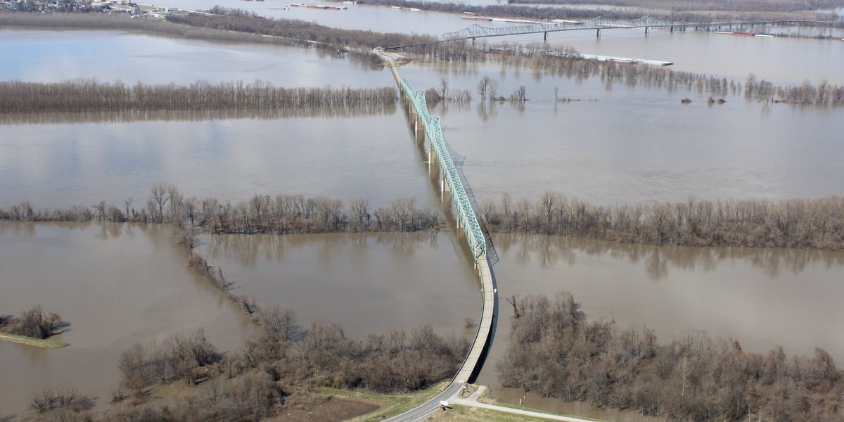 Aerial photos show the scope of recent flooding in southern IL on map of carol stream il, map of woodford county il, map of calumet city il, map of jerseyville il, map of warsaw il, map of carmi il, map of farmer city il, map of tamms il, map of san jose il, map of ohio river il, map of stark county il, map of mississippi river il, map of granite city il, map of new albany il, map of arenzville il, map of iroquois county il, map of palos hills il, map of nauvoo il, map of west frankfort il, map of horseshoe lake il,