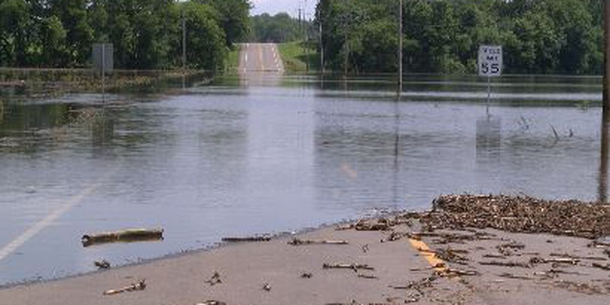 Dutchtown residents prepare for rising floodwaters