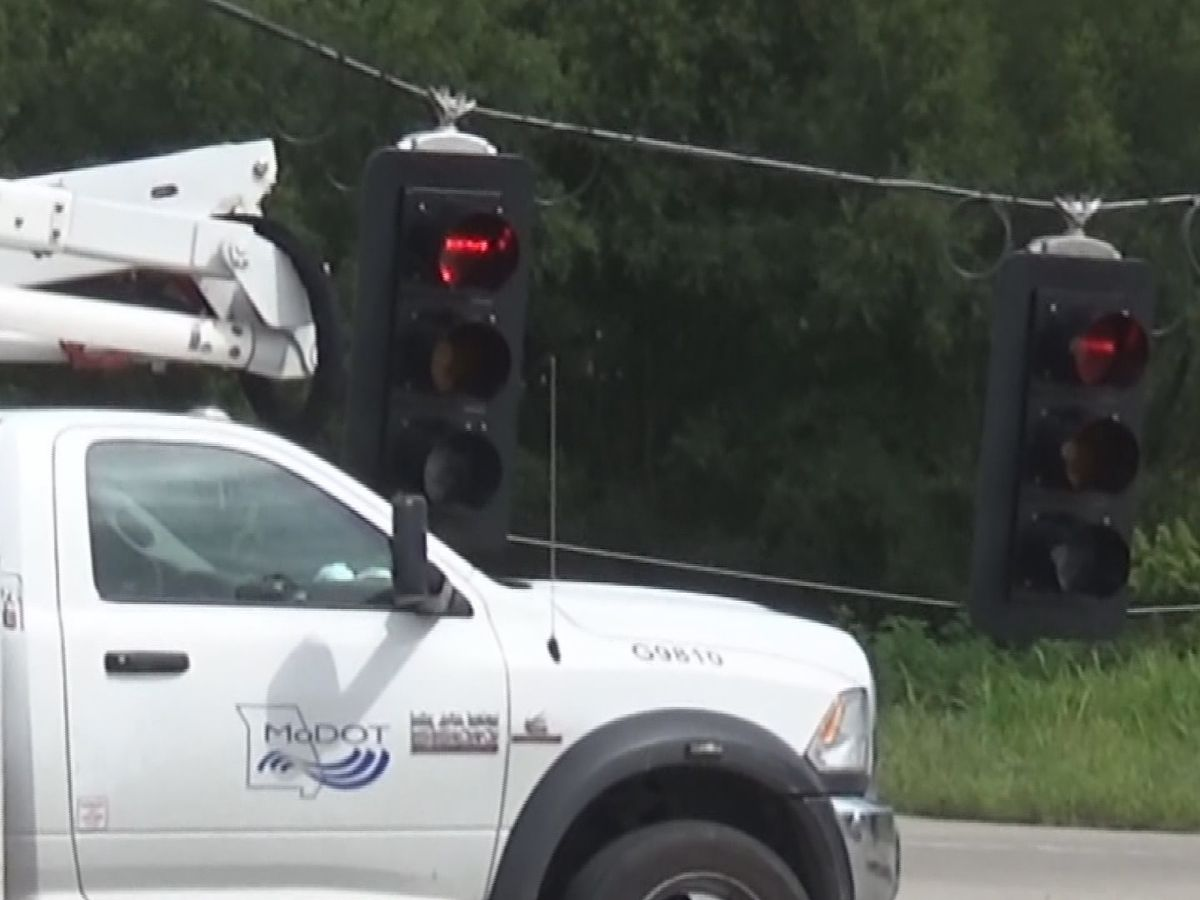 Mower snags guy wire on traffic light, blocking northbound I-55 on-ramp