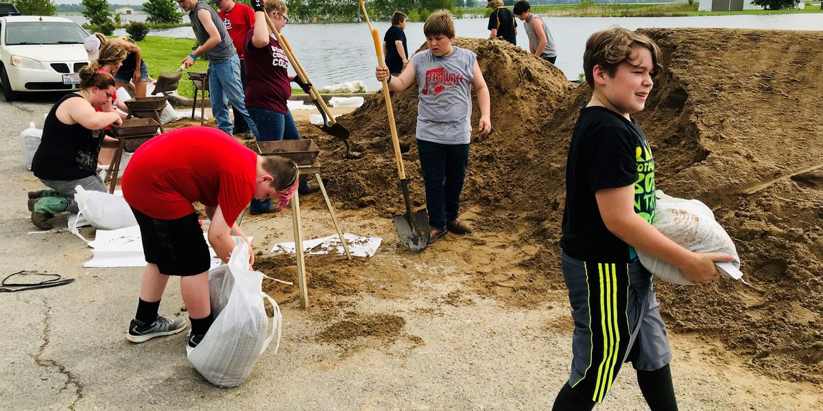 Volunteers combat rising river with sandbags in East Cape Girardeau, Ill.