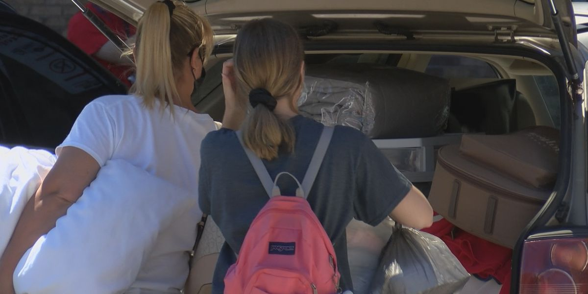 Southeast Mo. State holds drive-thru move-in day for new students