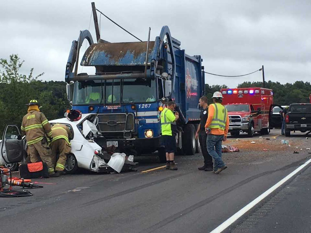 Two injured in crash on 148 involving garbage truck near Williamson Co., IL