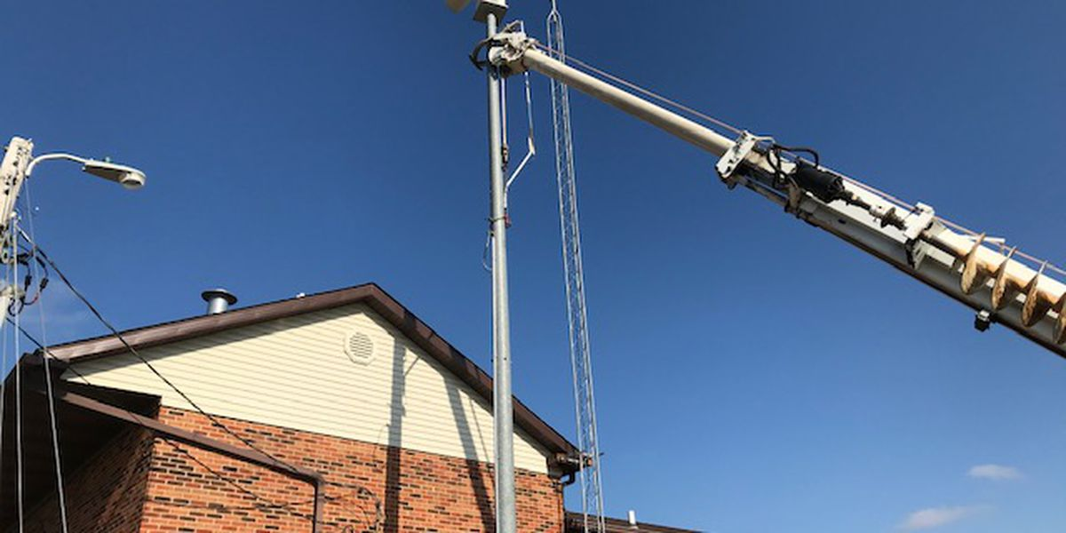 Crews installing new tornado sirens in Perryville, Mo.