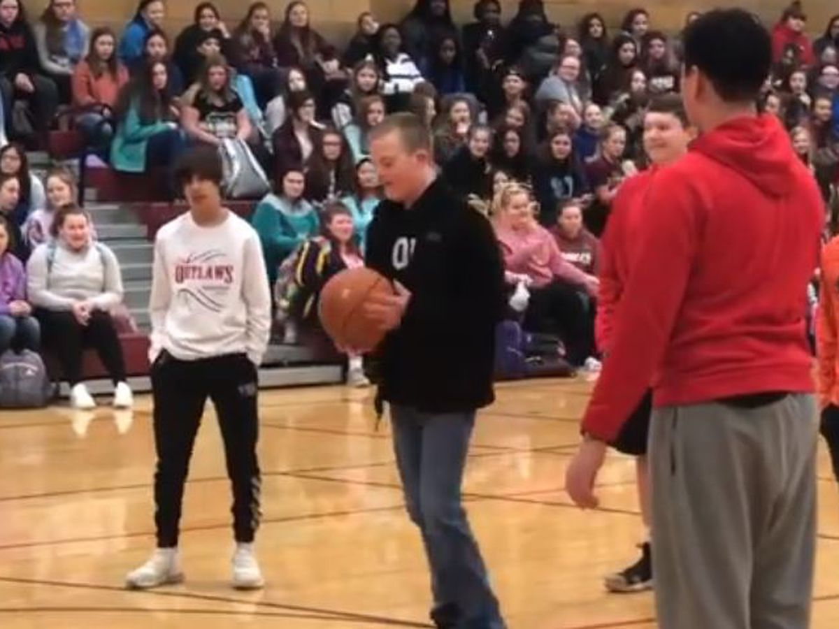WATCH: Poplar Bluff student with down syndrome drains 3-straight shots