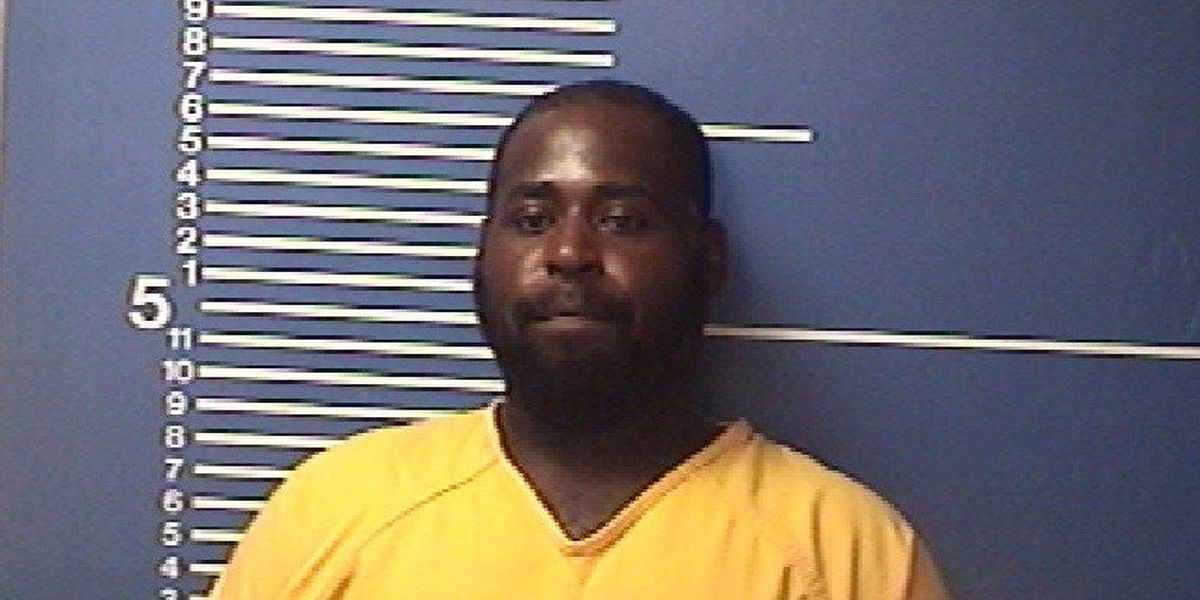 Man arrested on weapons charges after police chase in Sikeston, MO