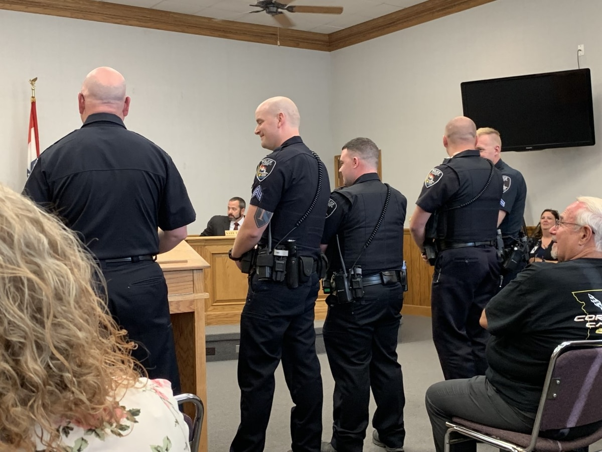 Officers honored at Cape Girardeau city council meeting