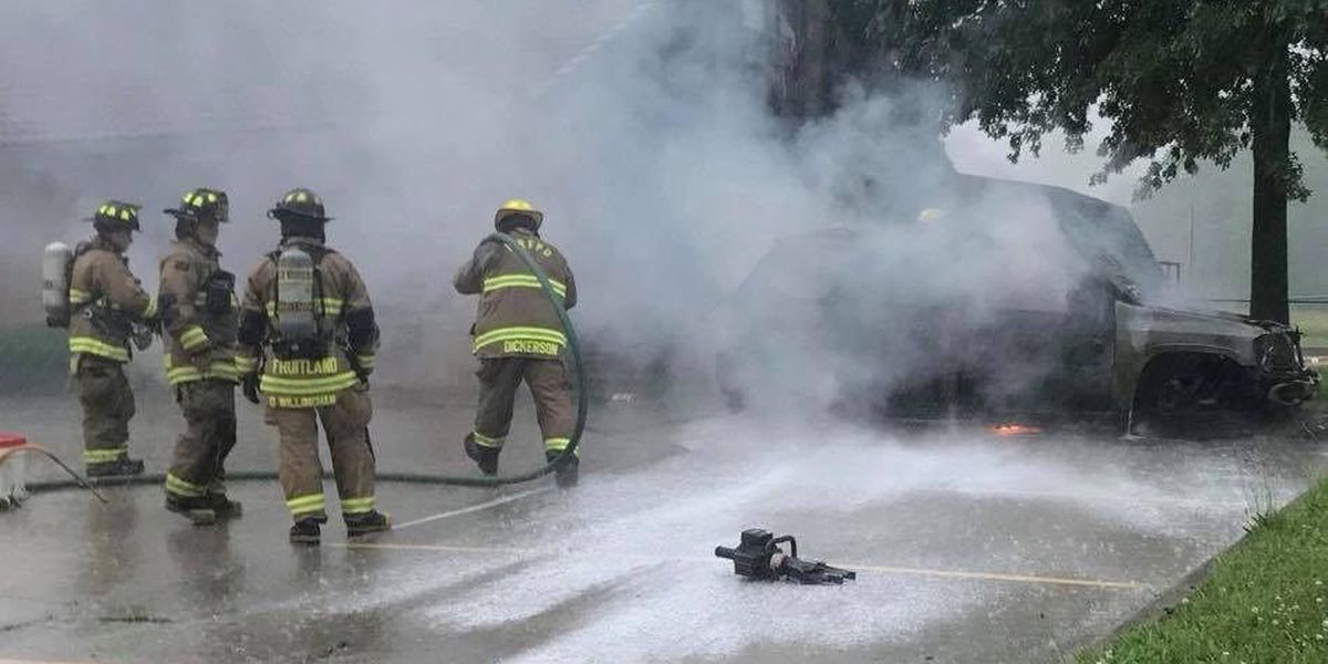 Multiple fire departments respond to vehicle fire in Fruitland, MO