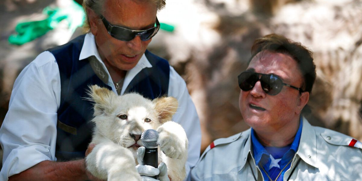 Siegfried Fischbacher, of illusion duo Siegfried & Roy, dies