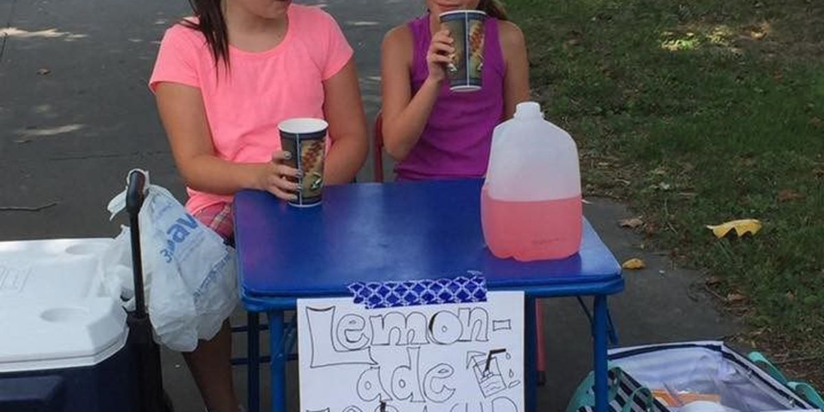Kids in Sikeston, MO giving away free lemonade to police officers