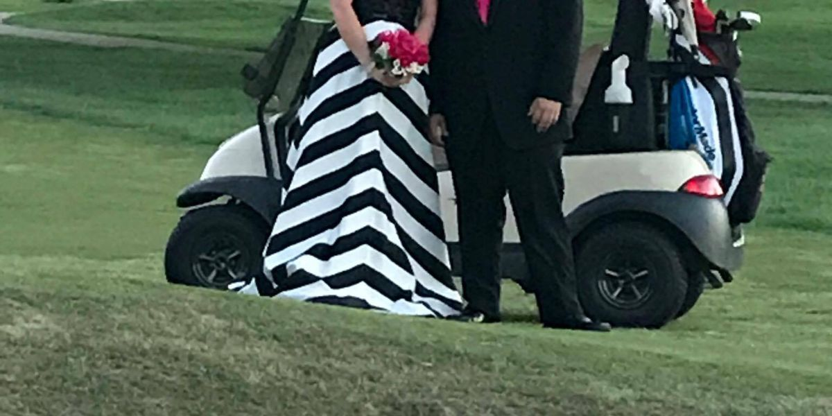 Adorable photobombers captured in Sikeston prom pictures