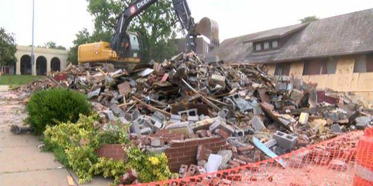 Old Dino's Pizza building torn down in Cape Girardeau
