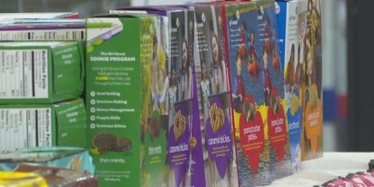 Missouri Girl Scouts selling cookies receive counterfeit bill