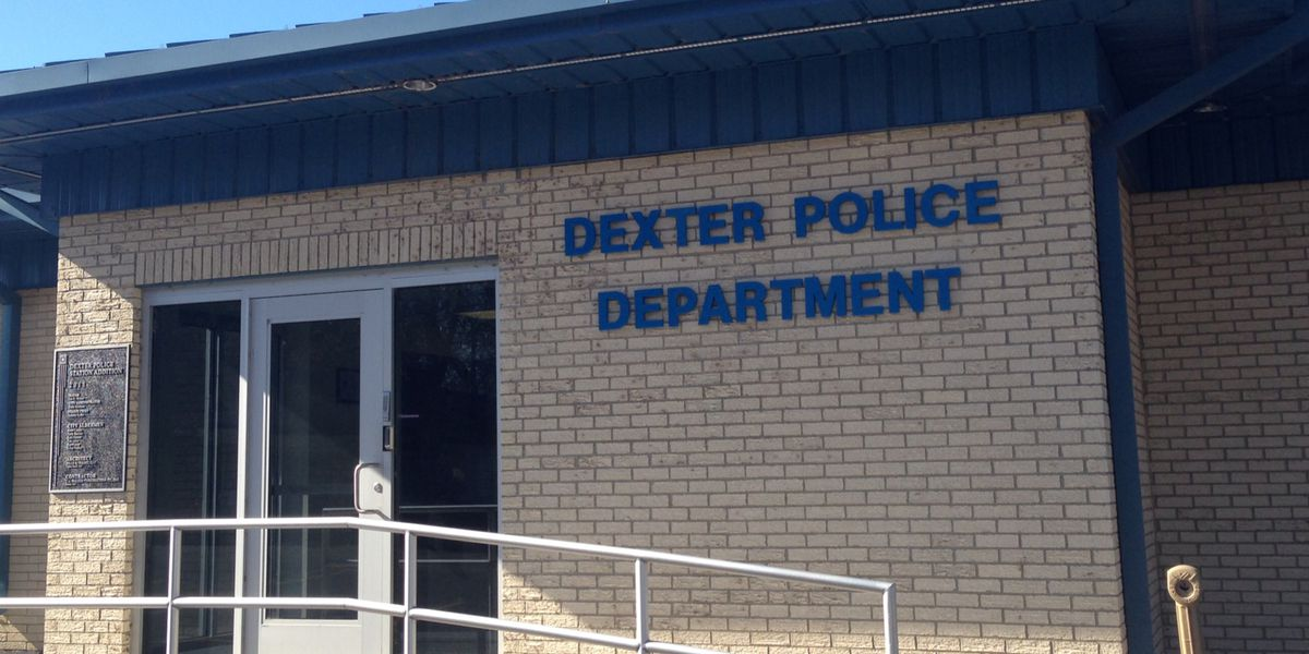 Dexter, Mo. police investigating after man found dead in car