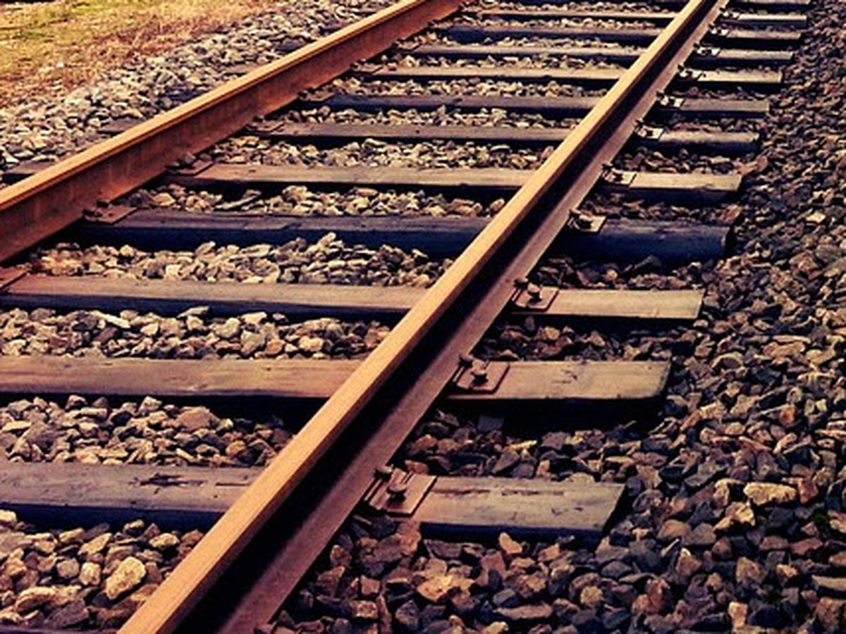 Pedestrian struck by train in Dexter, Mo.