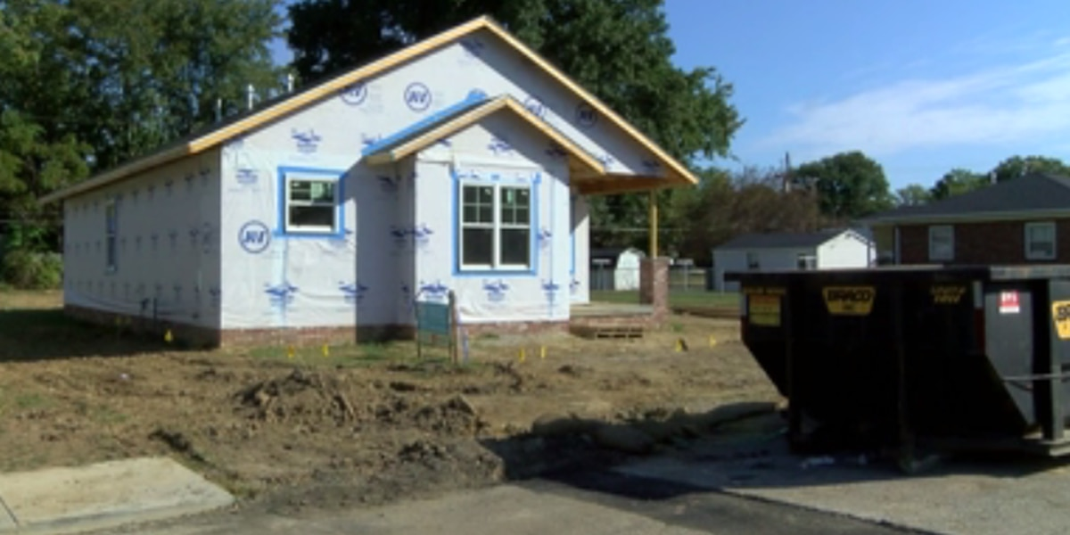 Single mother receives new home through Habitat for Humanity program