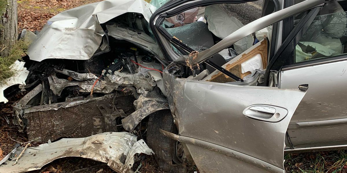 Two injured in Graves County crash