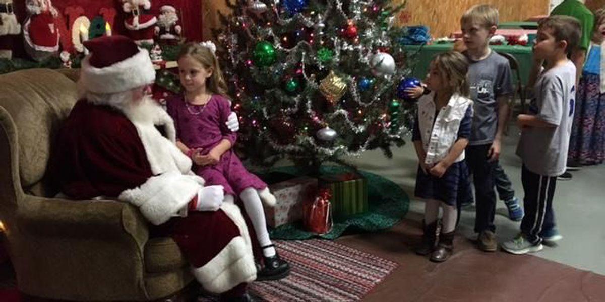 Children meet Santa at Christmas event in Delta, MO