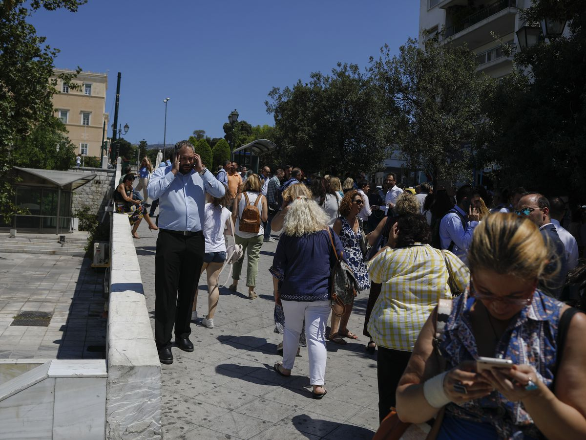 Greeks in Athens run into streets after 5.1 magnitude quake