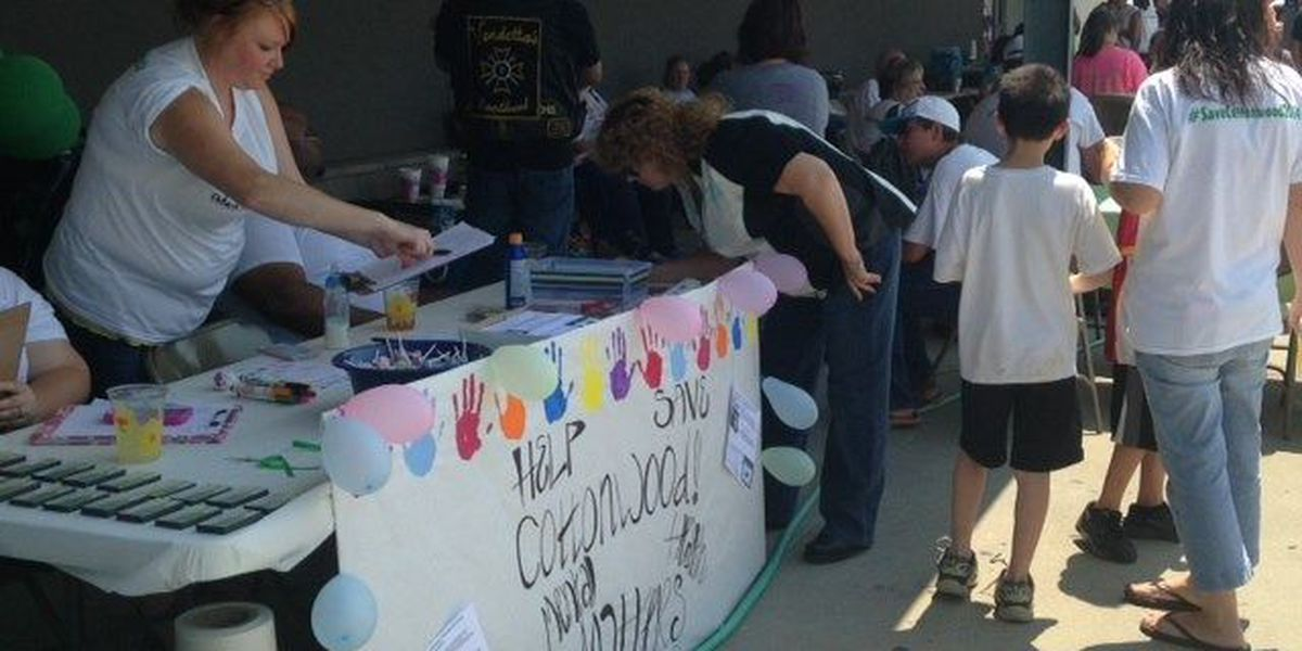 Hundreds show up in support of keeping Cottonwood facility open